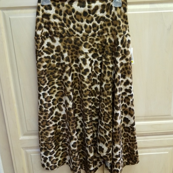 Sunny Leigh Dresses & Skirts - Leopard print midi skirt in stretchy material
